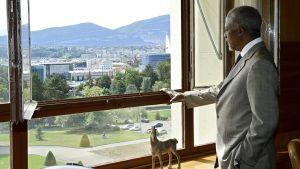 Kofi Annan työhuoneessaan.