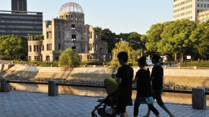 Hirsohiman atomipommien uhrien muistomerkki Japanissa.