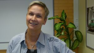 Mertalan koulun koulukuraattori Liisa MIettinen.