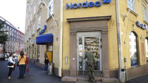 Ryöstetty Nordean pankkikonttori Museokadulla Helsingissä 20. elokuuta.