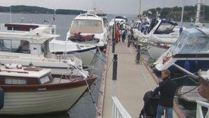 Naantalin vierasvenesatamassa myydään käytettyjä veneitä. Kuva Veneet Esillä 2011 -tapahtumasta
