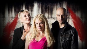 Hannele Lauri (roolissa: Femme Fatale), Alina Tomnikov (Kultakutri) ja Herra Ylppö (Saatana).