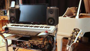 Amphion Loudspeakers -kaiuttimia musiikkistudiossa.