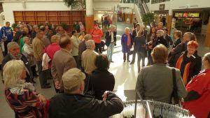 Vaasan seudun kunnallisvaaliehdokkaita Rewell Centerissä.