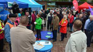 Yleisöä riitti Mikkelin torin kuntavaalitapahtumassa