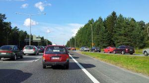 Liikenneruuhka Pohjantiellä Oulussa