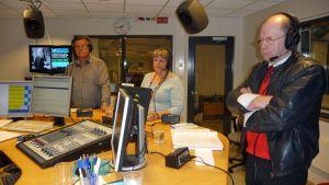 Vasemmistoliiton Hannu Suhonen (oik.) osallistui Kymenlaakson Radion kuntavaalitenttiin syksyllä 2012