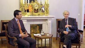 Makedonian ulkoministeri Nikola Poposki ja Suomen ulkoministeri Erkki Tuomioja.