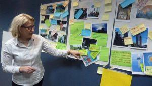 Vanajanranta kakkosen ideointiriihen tuloksia esittelee Kehittämiskeskus Hämeen luovien toimialojen projektipäällikkö Hillevi Kaarlenkaski