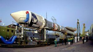 Venus Express -luotain kantoraketteineen kuljetusalustalla vähän ennen laukaisua.