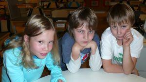 Paraisten Koivuhaan koulun oppilaita.