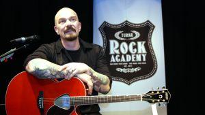 Veeti Kallio luennoi Turussa Rock Academyssa