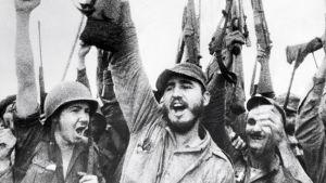 Fidel Castro juhlii Kuuban vallankumouksellisen liikkeen voittoa ja Fulgencio Batistan hallinnon kukistumista vuonna 1959