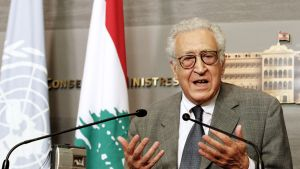 YK:n rauhanlähettiläs Lakhdar Brahimi lehdistötilaisuudessa Beirutissa, Libanonissa, 17. lokakuuta 2012.