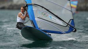 Tuuli Petäjä-Siren voitti purjelautailun RS:X-luokassa hopeaa Lontoon olympiakisoissa.