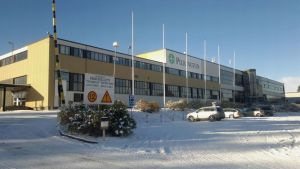 Luminen ulkokuva tehdasrakennuksesta