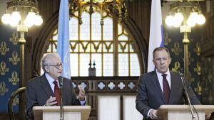 Lakhdar Brahimi ja Sergei Lavrov tapaavat  Moskovassa.