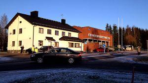 Pyhäjärven kaupungintalo eristettynä pommiuhkan vuoksi