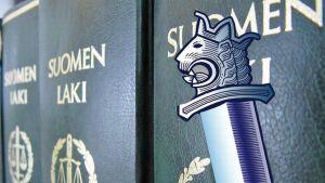 Suomen laki -kirjat ja poliisitunnus