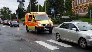 Ruuhkassa ambulanssi tarvitsee väistötilaa.