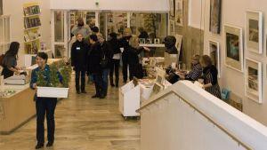 Taidebasaari museossa