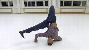 Teatterikorkeakoulun tanssinopiskelija Ima Iduozee.