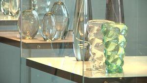 Gunnel Nymanin töitä Riihimäen  lasimuseossa.