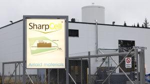 SharpCell kuivapaperitehtaan pääportti.