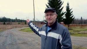 Voimalinja halkoo ristiinalaisen Jaakko Väänäsen maita.