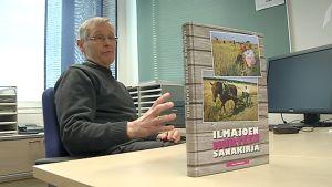 Antti Välimäeltä vierähti 10 vuotta Ilmajoen murresanakirjan tekoon.