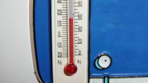 Lämpömittari näyttää alle 20 astetta.