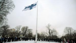 Suomen 95. itsenäisyyspäivän vietto alkoi kello yhdeksältä valtakunnallisella lipunnostolla Tähtitorninmäellä Helsingissä 6. joulukuuta 2012.