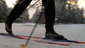 hiihto hiihtäjä sukset