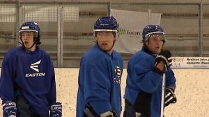 Korealaisia jääkiekkoilijoita HC Keski-Uusimaan harjoituksissa.