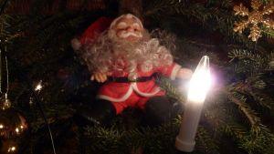 Joulupukki kuusenkoristeena.