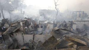 Palossa romuttunutta slummia.