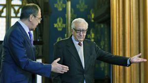 Venäjän ulkoministeri Sergei Lavrovja YK:n ja Arabiliiton Syyria-lähettiläs Lakhdar Brahimi.