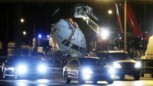 Tu-204 lentokoneen romu Vnukovon lentokentällä 29. joulukuuta.
