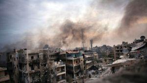 Raunioituneita taloja Aleppon kadulla.