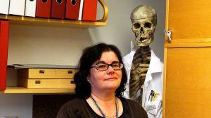 Oikeuslääkäri Pia Wahlsten