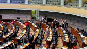 Eduskuntasalissa kansanedustajia vuonna 2010
