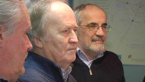 Kuvassa erikoistietotoimiston kolme jäsentä lähikuvassa