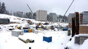 KYSin kakkosrakennuksen paikalle tulevan uudisrakennuksen työmaa tammikuussa 2013.