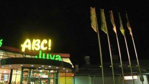 Juvan ABC-aseman sisäänkäynti.