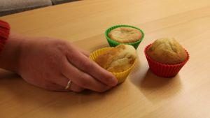 Muffineita pöydällä.