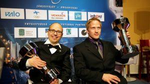 Periksi ei anneta -palkittu ratakelaaja Toni Piispanen ja Vuoden Sykähdyttävimmästä hetkestä vastannut ratakelaaja Leo-Pekka Tähti.
