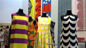 Marimekon tuotantoa Kemin taidemuseossa.
