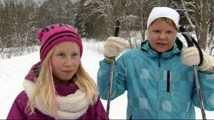 Siiri Niiranen ja Alina Gavriljuk Jynkän koululta.