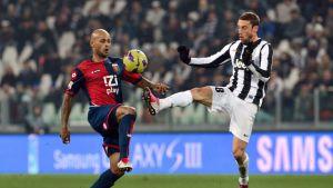 Genoan Ruben Olivera ja Juventuksen Claudio Marchisio lauantain ottelussa.