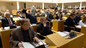 Kuopion kaupunginvaltuuston kokous.
